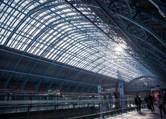 Victora Station trains London